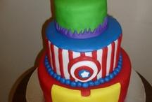 super heroes cakes / by elda alvarado
