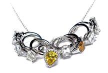 Joyas..oro, brillo, diamantes y más. / by Karla Aguilera