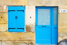 puertas y ventanas / by Marivi Pazos