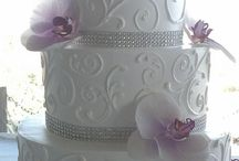 wedding cakes / by Meghan Marino