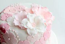 cupcakes / by Dana Shehu