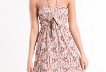 Dresses / by Monica Lisete