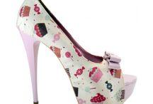 Sapatos / by Isabella Cunha