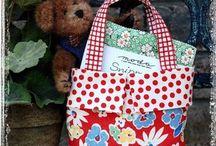 Purse/Bag Patterns / by Carolyn Hill