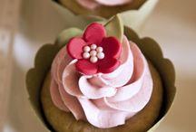 Cakes and Cupcakes! / by Roberta Aranda DeTomasi
