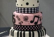 Cute cakes <3 / by Lisa Santiago Oleesky-Rhymestine