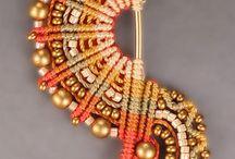 Macramé & woven jewelry / by SaBee Kralen