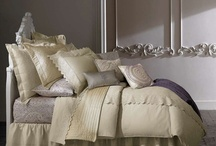 Beautiful Bedding & Lots of Pillows / by Nancy Pate