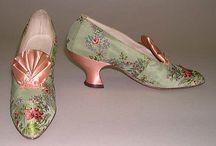 Zapatos antiguos-modernos / by Libertad Rosa Fernández