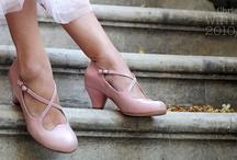 wedding shoes / by Els Oostveen