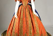 Very Vintage Dresses / by Robin Wetterling