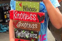 Wood Sign Project Ideas / by Crystal Phillips Olson