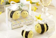 Mommy & Me: Sweet as can bee {Baby Shower} / by Favor Affair