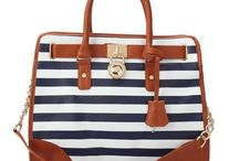 Totes and Bags / by Mallory Conway