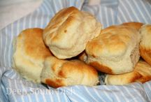 Breads, quick breads, rolls, and muffins / by Audrey Urbanczyk