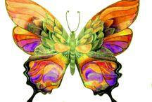 Mariposas / Las mariposas tienden sus alas temblorosas y en alegría loca de luces y colores, ebrias de amor expiran en tálamos de flores… ¡Hay vidas que se acaban como esas mariposas!. / by María Rodríguez Reyes