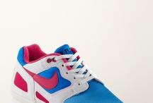 Retro vs. Future Running / Running Styles stehen diese Saison für Konsens bei allen Sneakerheads. Die Styles reichen von futuristisch über outdoor-inspiriert bis hin zu den Retro-Klassikern, die wir alle schon lange lieben. Bist du Futurist oder Retrorist? / by frontlineshop