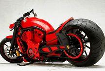 Motorcycles / by Elayne Meirelles