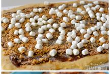 Desserts {cinnamon rolls} / by Lisa Lawrence