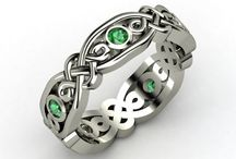 Neat looking Jewelry / by Stephanie Hennings