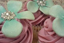 Cupcakes & Cake Pops / by Lora E