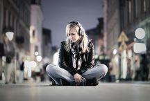 Headphones / Sesja miejska w klimacie muzyczno-industrialnym. Modelka: Monika Osuch / by matphoto.pl