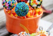 cake pops / by Mikka Costa