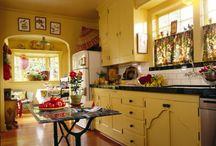 Vintage Kitchen Decor / by Ann Holaday