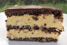 Cakes / by Teresa Yoha