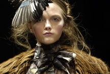 Headdress - Curated by Jennifer Manteca - @JenniferManteca on Twitter / by Jennifer Manteca Suárez - Social Media Marketing