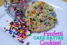 Yummy Desserts / by Deannea Tranter