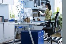Radni prostor / Možda se radi o poslu, ali to ne mora tako izgledati. Sve što ti treba je udobna stolica, namještaj za kućni ured s pomoću kojeg će stvari biti organizirane i prava rasvjeta. A, ako je zadatke lakše obavljati, imat ćeš više vremena za uživanje. / by IKEA Hrvatska