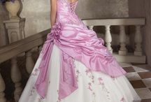 Beautiful Dresses / by Maivy