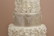 Cakes and Cake Decorating / by Angela 217