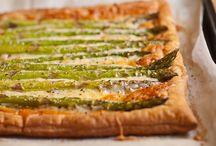 Vegggy Vegetarian: Pizzas & Tarts / by Tiger Neelie