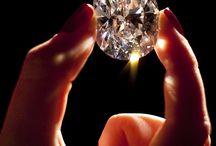Diamonds/sparkles / by Heidi Mora