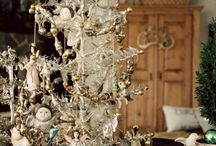 Shoppe~Vintage Christmas Ideas / by Laurie Farnes