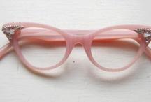 óculos / by Paula Giovanina