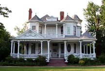 Beautiful old homes / by Felecia Weidner