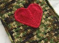 knit/crochet me / by Leah Gosney