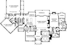 Floor Plans / by Reggie Tabora