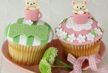 Adorable cupcakes and cakes / by Marta Aradance