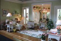 Dollhouse Miniature Room Boxes / by Elayne Forgie