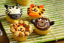 decorating cupcakes/cakes / by Laura Wengerd