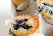 breads, buns, scones / by Racheli Zusiman