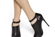 | Sapatos | / by Tamires Londro