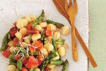Community Dinner Ideas / by Maria Lamas