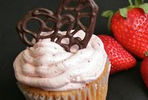 Cupcakes and Cake Pops / by Terra Wilson