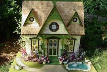 Dollhouse Miniatures / by Dayna Metz