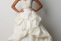 Wedding Dresses / The most beautiful wedding dresses! / by Skinny Sexy Bride